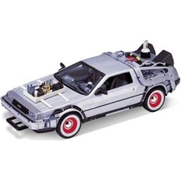 Back To The Future: Part 3 - DeLorean 1:24 replica