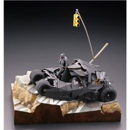Batman: Batman Begins Legacy of Revoltech Diorama Batmobile Tumbler in Gotham City 17 cm