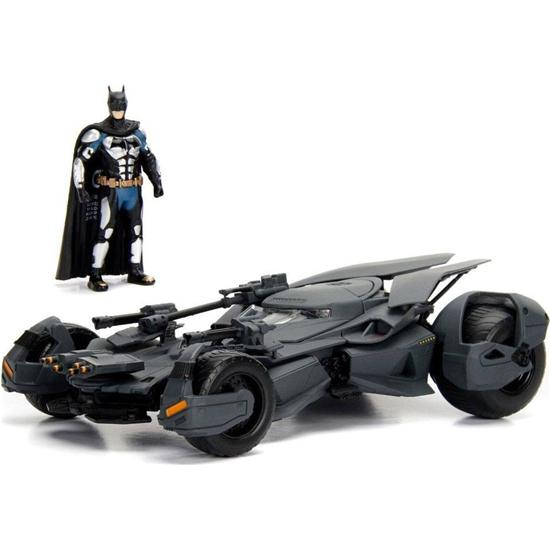 Batman: Justice League Diecast Model 1/24 2017 Batmobile with figure